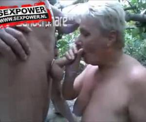 dogging en el bosque